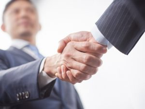 企業とフリーランスエンジニアが良い関係を築くイメージ画像