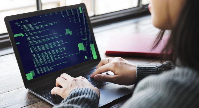 女性プログラマー